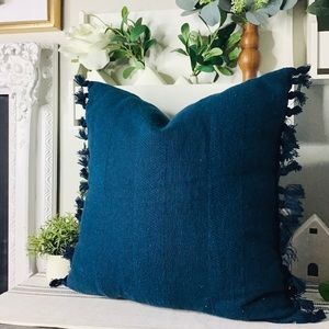 Hearth and hand blue accent pillow